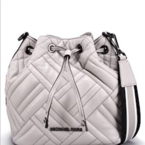 MICHAEL KORS leather Peyton in cement w/ strap